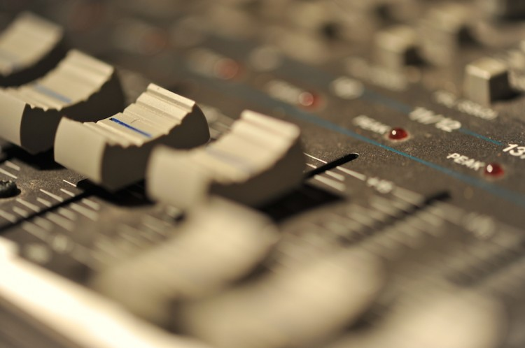 Erlernt das Abmischen von Live- und Studiomixen in unserem Tonstudio.