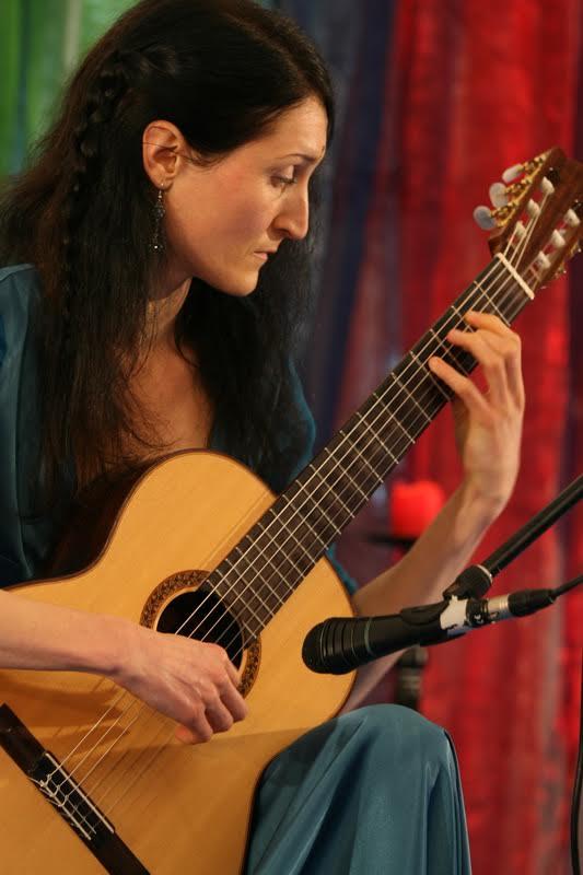Profilfoto von Tanja Jankova mit Gitarre